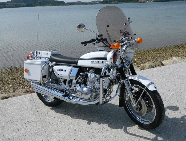 Photos de 3 cylindres SUZUKI Tgtp910