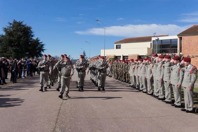 23 chasseurs parachutistes entrent dan la grande famille du 1er para 28576810