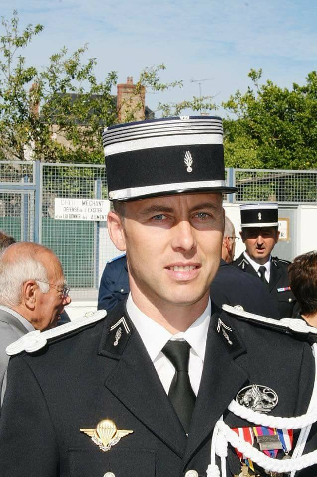 Le Lt. colonel Arnaud Beltrame était breveté chuteur operationnel 29513110