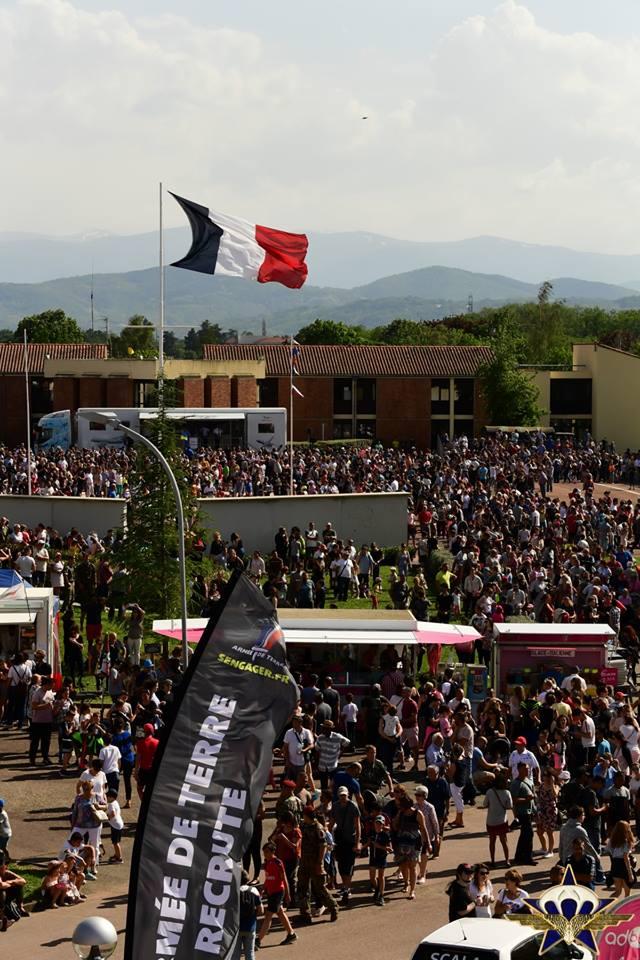 Retour en images sur les JPO du 1er para avec la patrouille de France et...... Jpo_2015