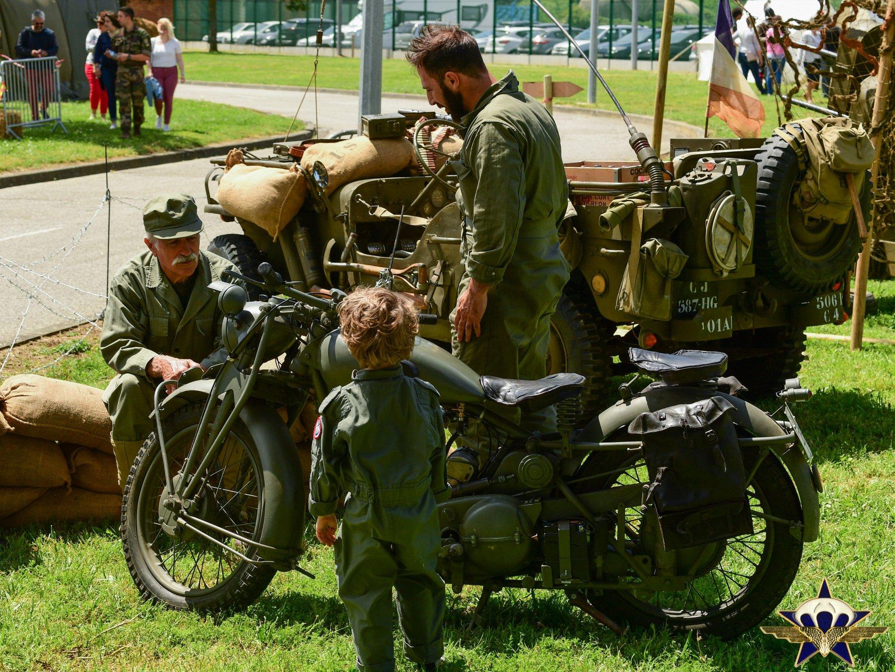 Retour en images sur les JPO du 1er para avec la patrouille de France et...... Jpo_2017