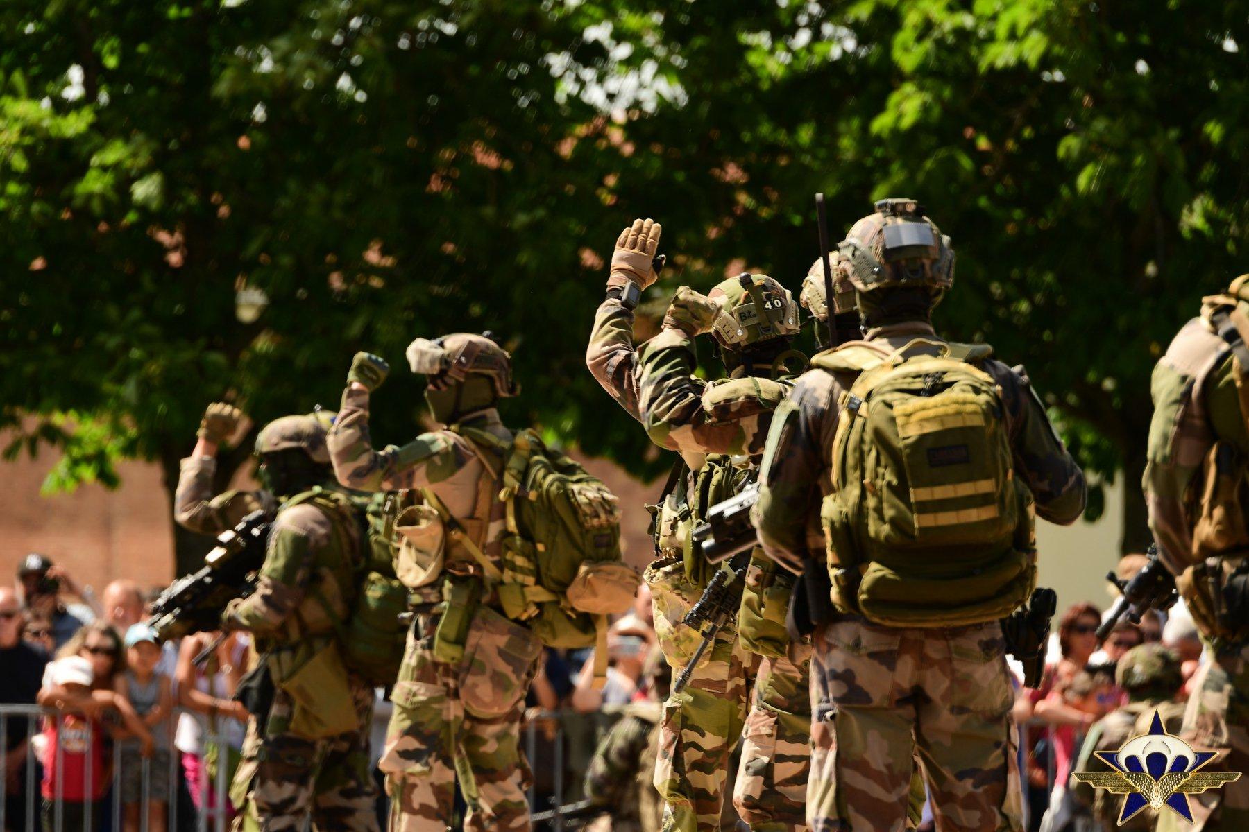 Retour en images sur les JPO du 1er para avec la patrouille de France et...... Jpo_2021