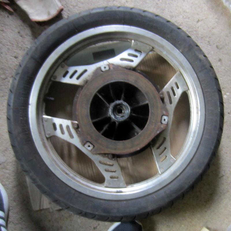 VT500E : roues et capot de phare Img_6511