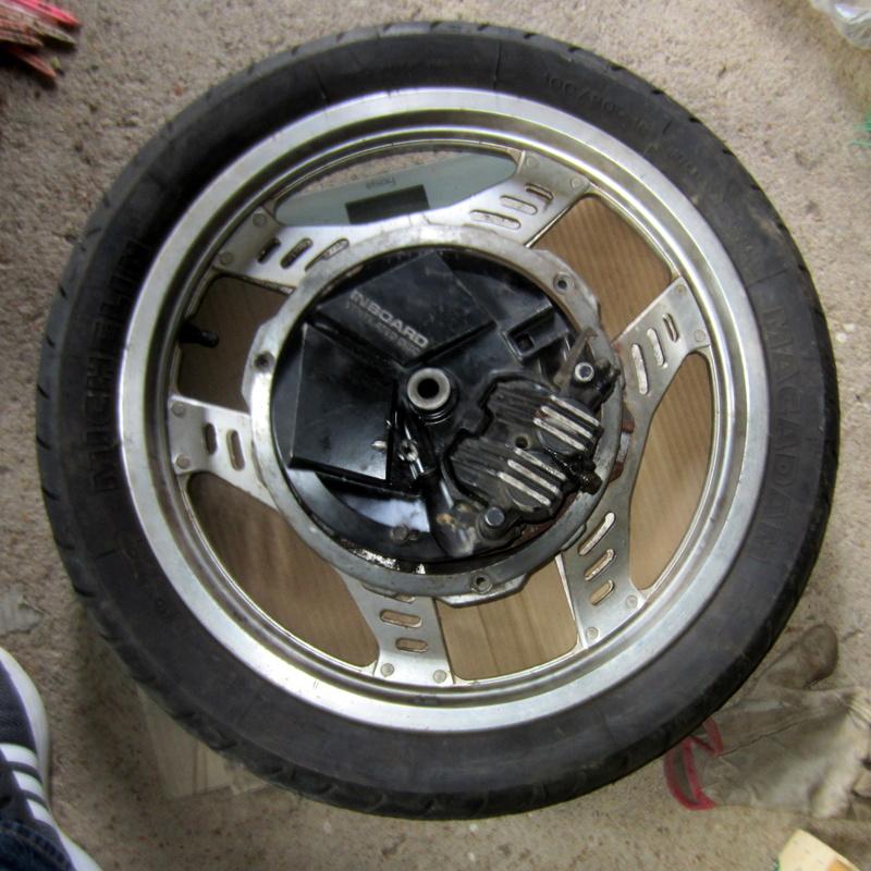 VT500E : roues et capot de phare Img_6513