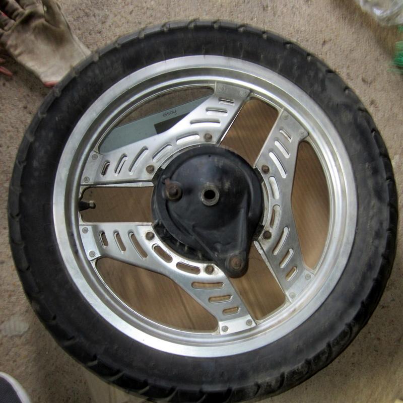VT500E : roues et capot de phare Img_6514