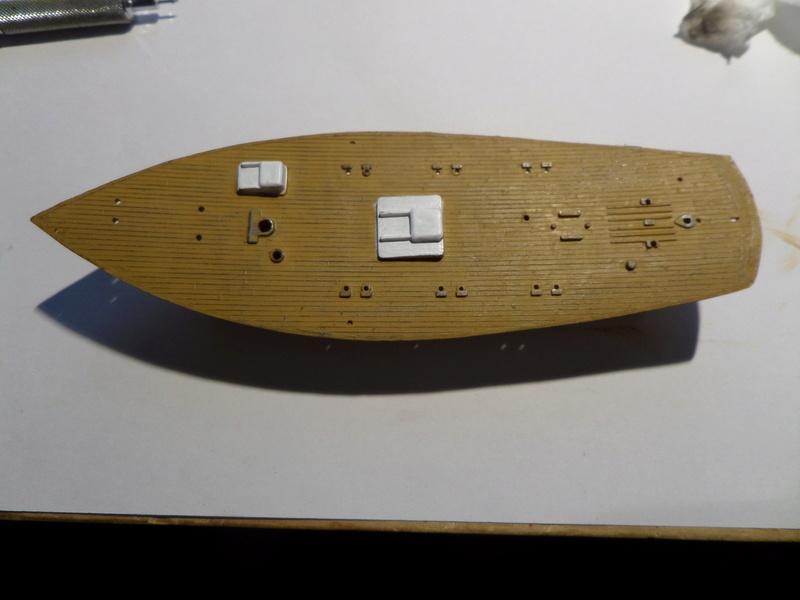Eh pourquoi pas un petit bateau en plastique Sam_4414