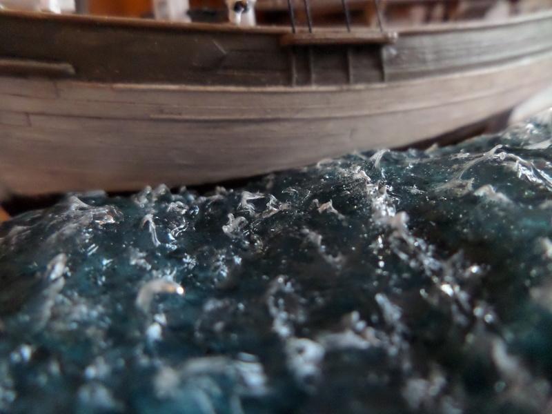 Eh pourquoi pas un petit bateau en plastique Sam_4614