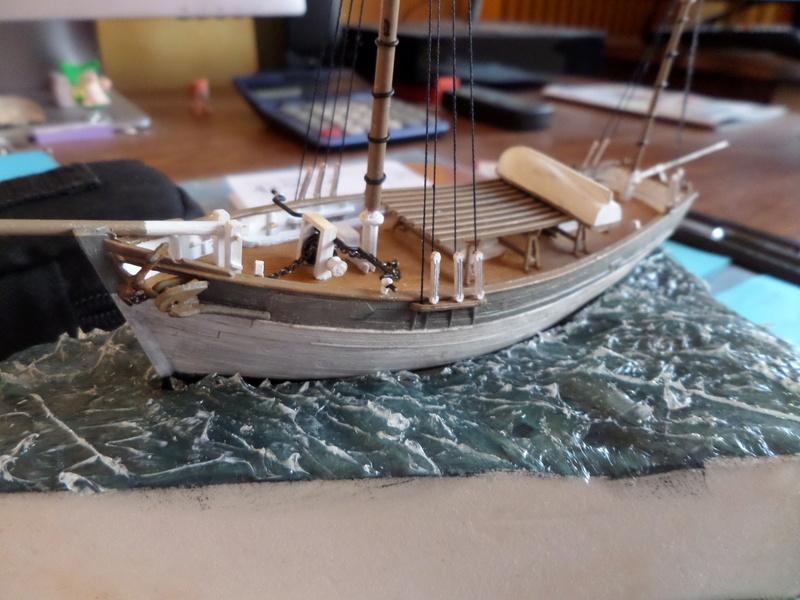 Eh pourquoi pas un petit bateau en plastique Sam_4632