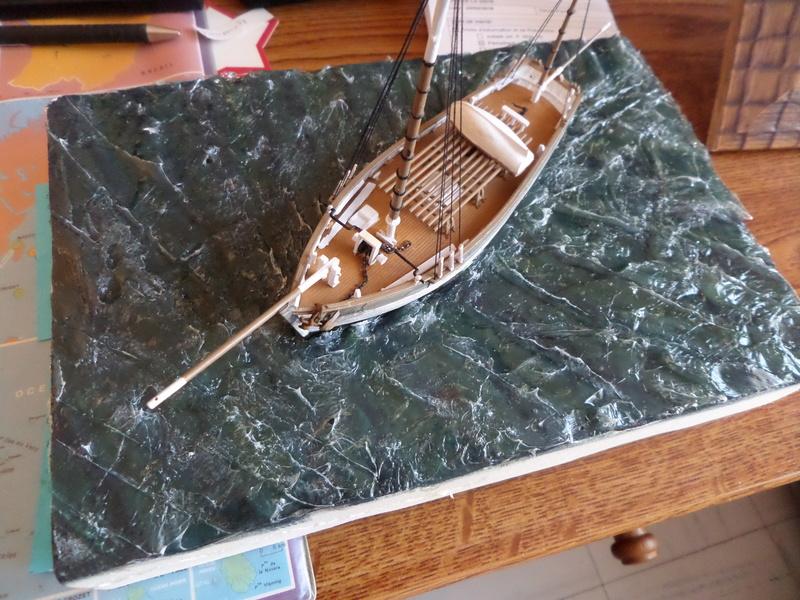 Eh pourquoi pas un petit bateau en plastique Sam_4640