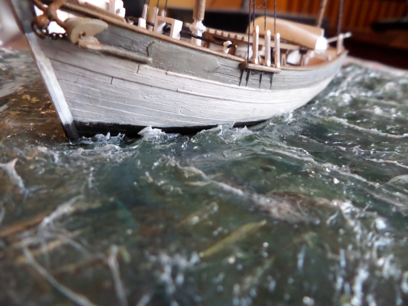 Eh pourquoi pas un petit bateau en plastique Sam_4642