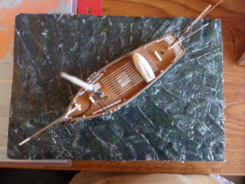 Eh pourquoi pas un petit bateau en plastique Sam_4643