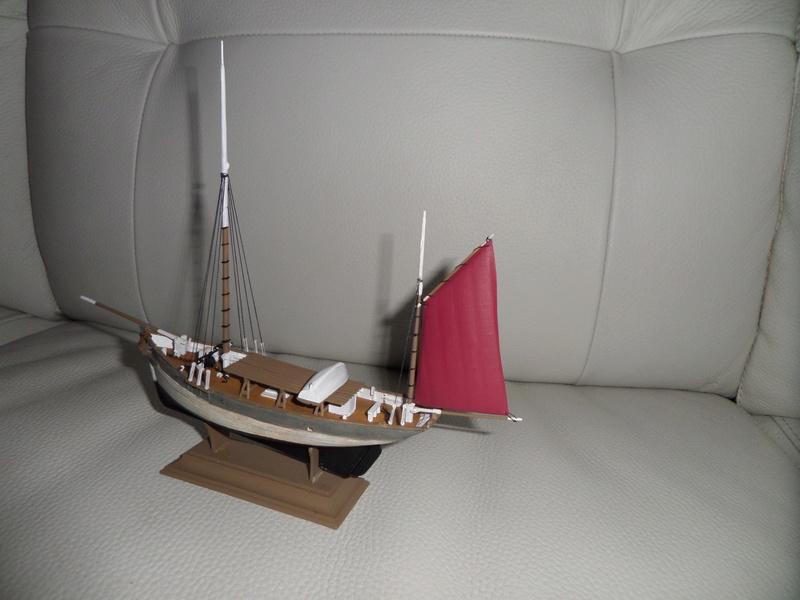 Eh pourquoi pas un petit bateau en plastique Sam_4644