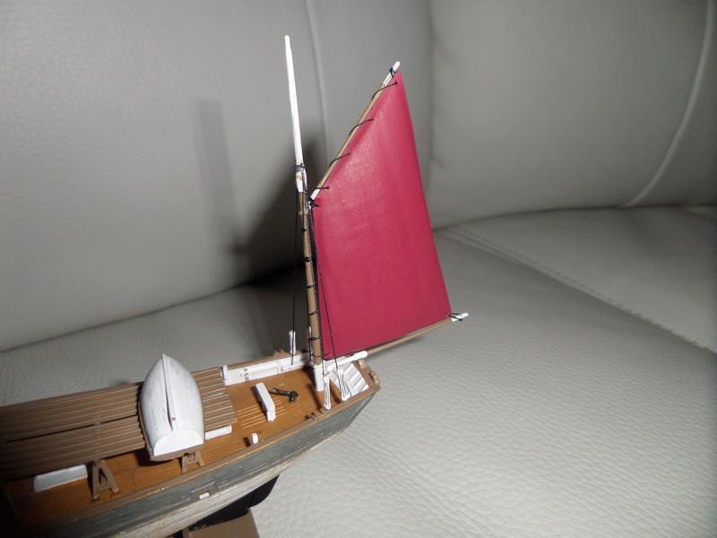 Eh pourquoi pas un petit bateau en plastique Sam_4645