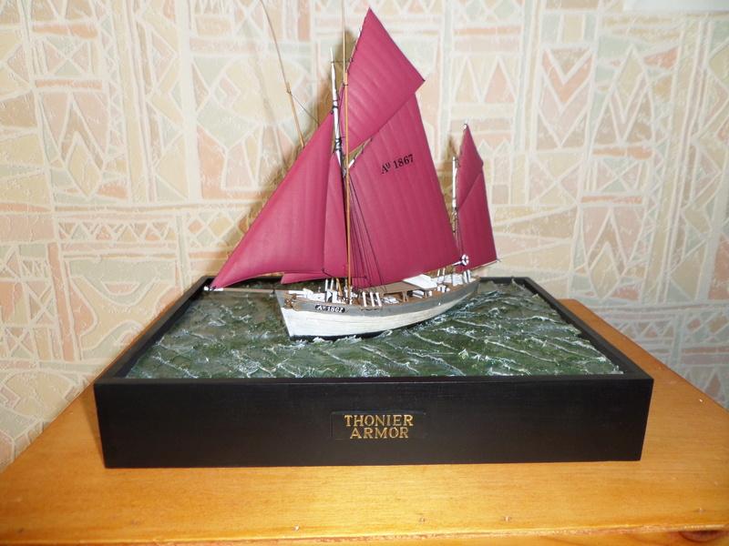 Eh pourquoi pas un petit bateau en plastique - Page 2 Sam_4810