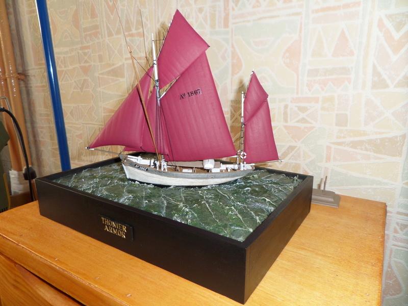 Eh pourquoi pas un petit bateau en plastique - Page 2 Sam_4811