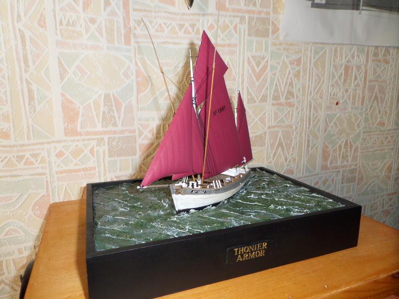 Eh pourquoi pas un petit bateau en plastique - Page 2 Sam_4814