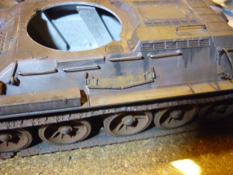 T-34/85 Dragon 1/35 + Russian tank crew Tristar 1/35 - Page 3 P1080520