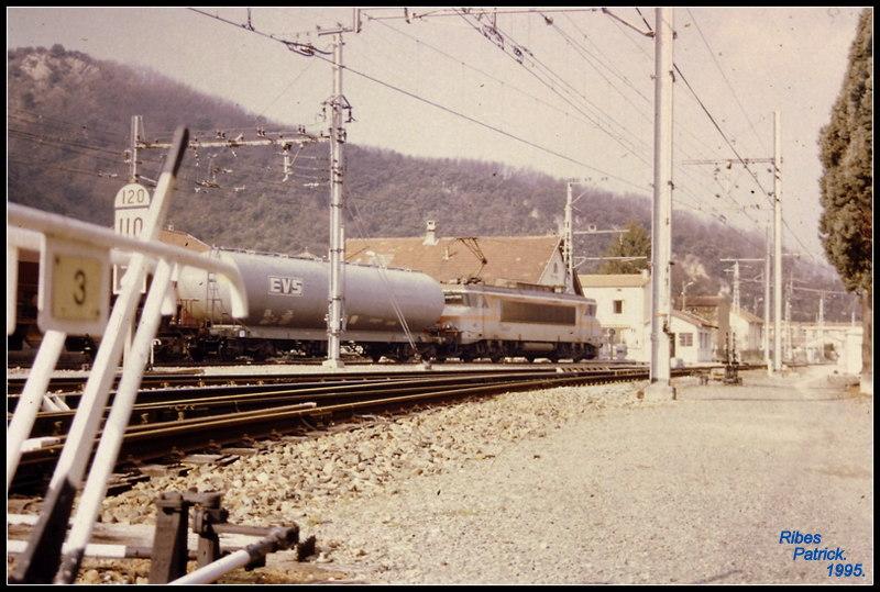 Pk 082,2 : Gare de Foix (09) - Page 12 Pict0015