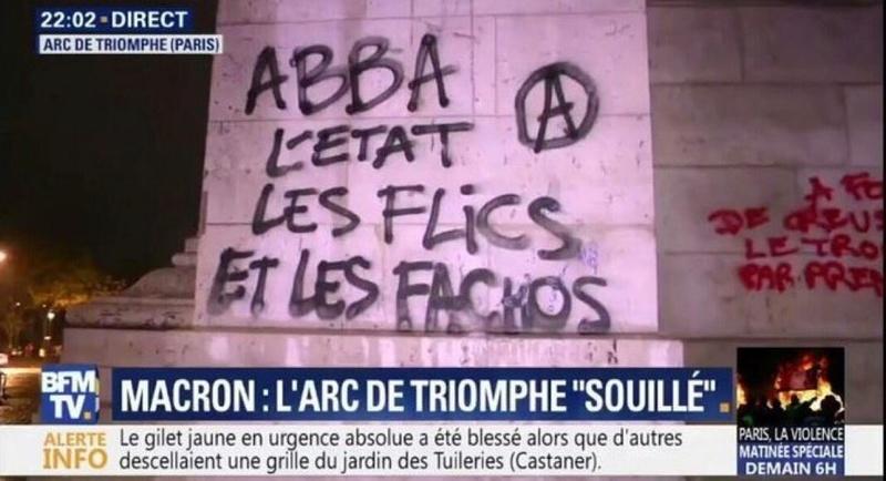 Lors de la manifestation des Gilets Jaunes du 1er Décembre, l'Arc de Triomphe a été tagué par des membres d'extrême-gauche :  Dtc21h10