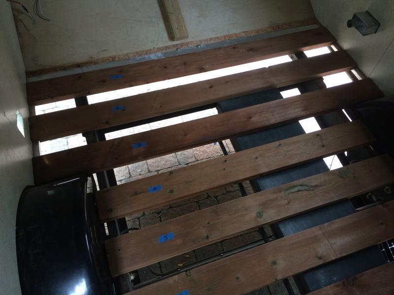 Roulotte T@B : Reconstruction du plancher 2017-110