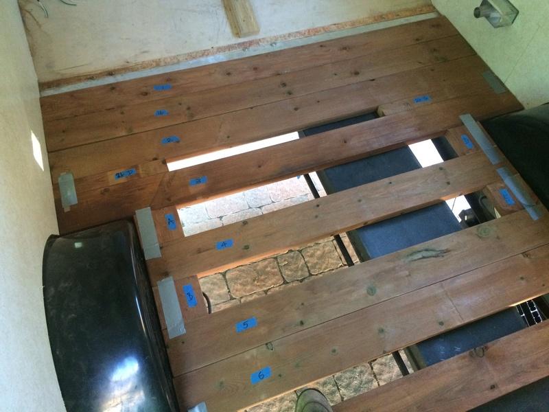 Roulotte T@B : Reconstruction du plancher 2017-113