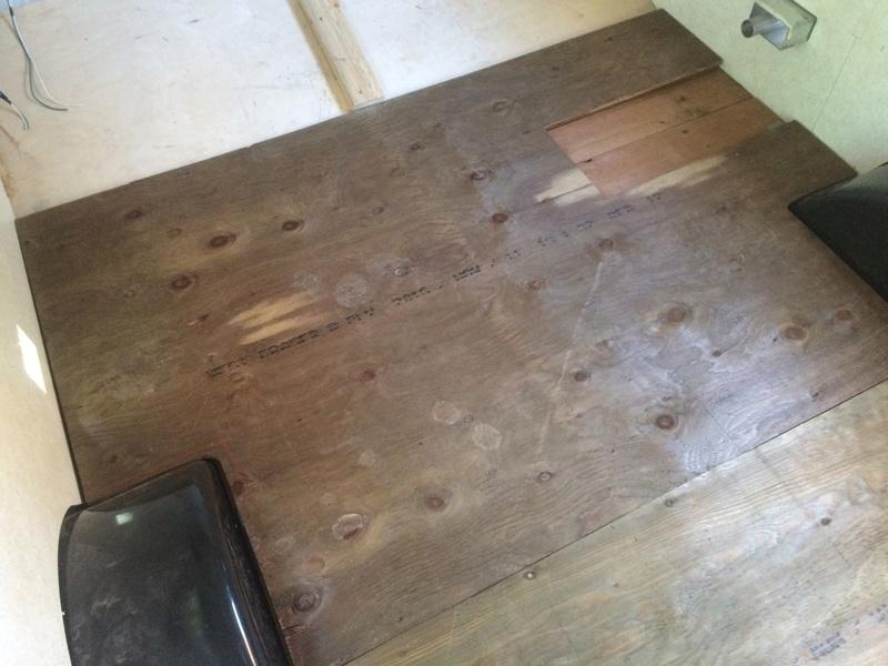 Roulotte T@B : Reconstruction du plancher 2017-118