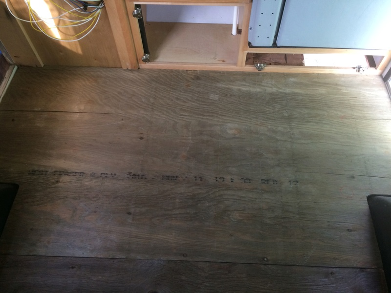 Roulotte T@B : Reconstruction du plancher 2017-120