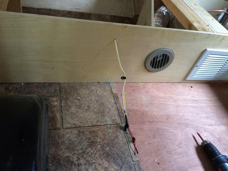 Roulotte T@B : Reconstruction du plancher Img_2229