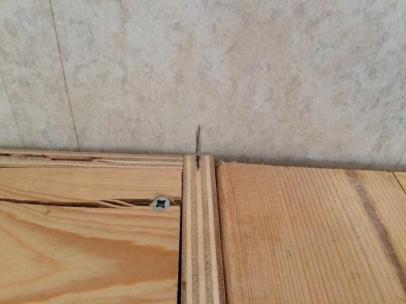 Roulotte T@B : Reconstruction du plancher Img_2245