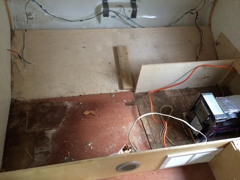 Roulotte T@B : Reconstruction du plancher Img_2248