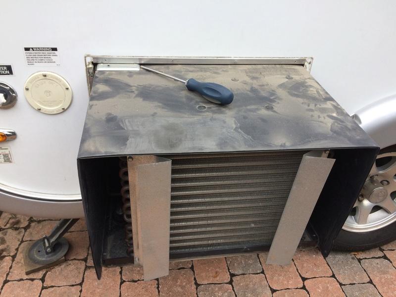 Roulotte T@B : Reconstruction du plancher Img_2268