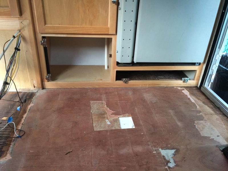 Roulotte T@B : Reconstruction du plancher Img_2321