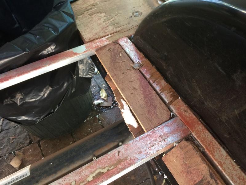 Roulotte T@B : Reconstruction du plancher Img_2325