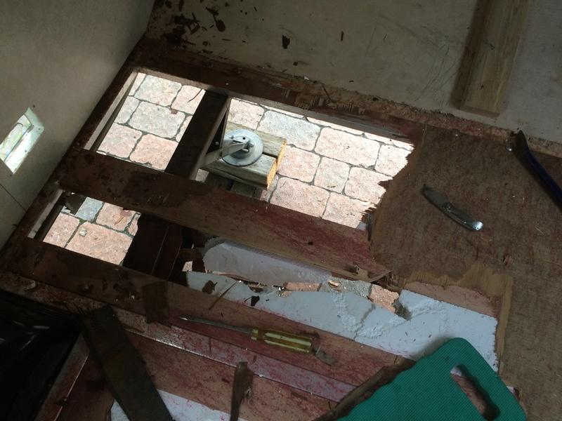 Roulotte T@B : Reconstruction du plancher Img_2327