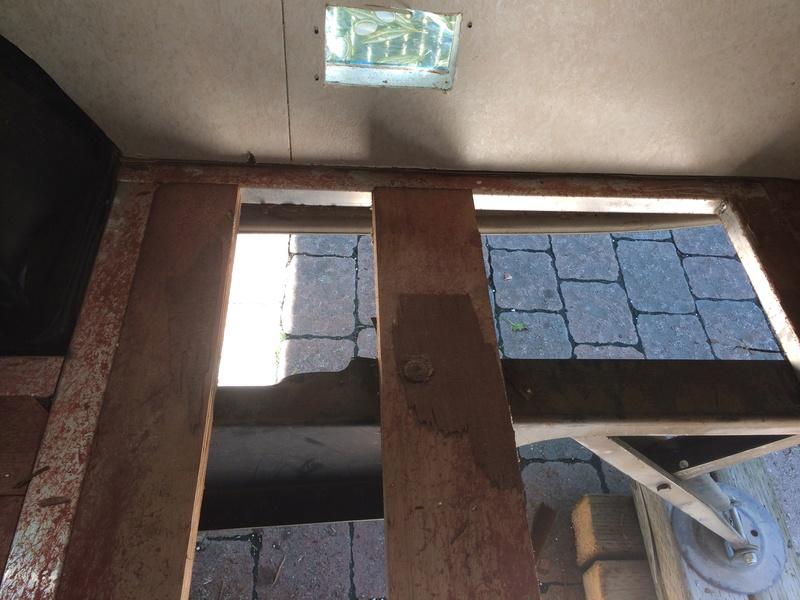 Roulotte T@B : Reconstruction du plancher Img_2329