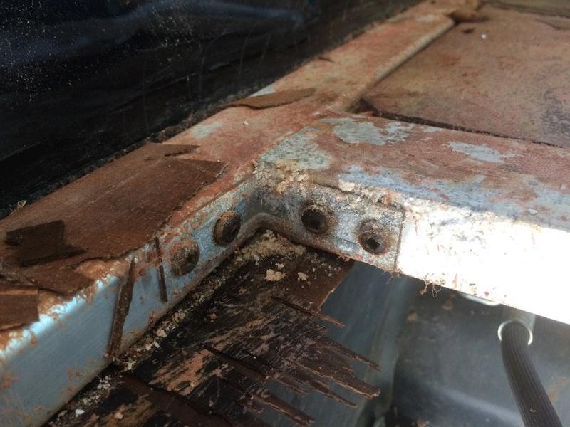 Roulotte T@B : Reconstruction du plancher Img_2336