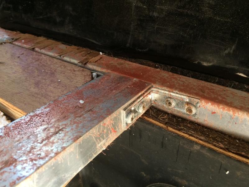 Roulotte T@B : Reconstruction du plancher Img_2338