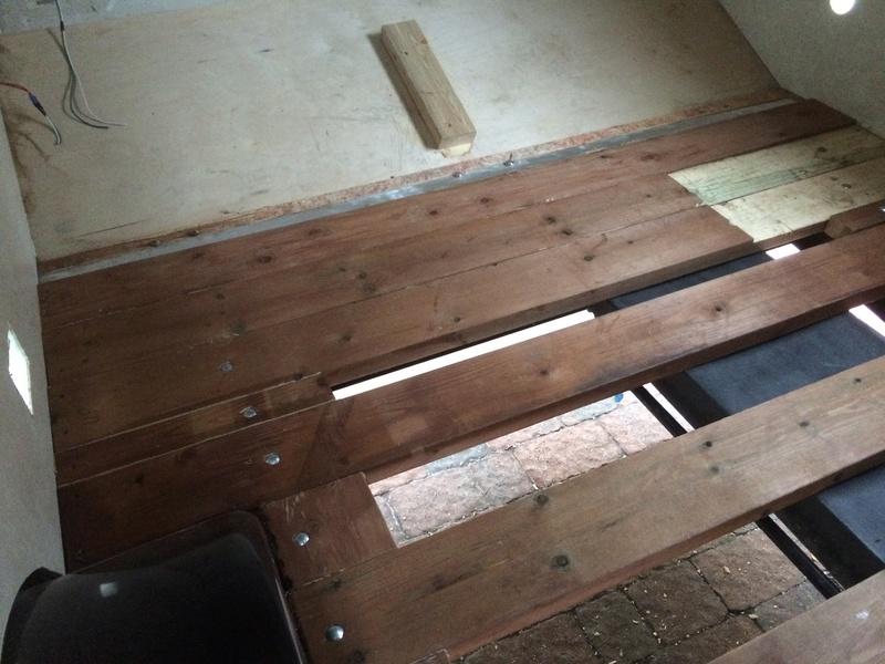 Roulotte T@B : Reconstruction du plancher Img_2340