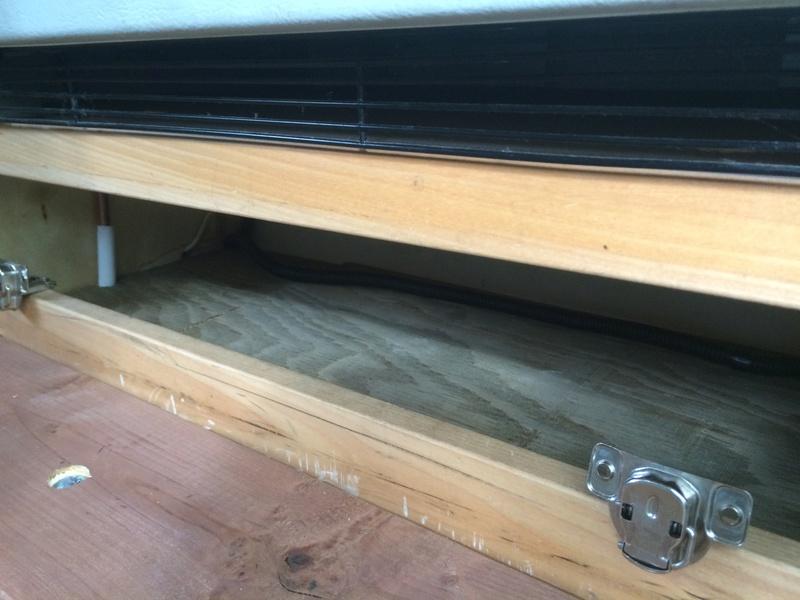 Roulotte T@B : Reconstruction du plancher Img_2344