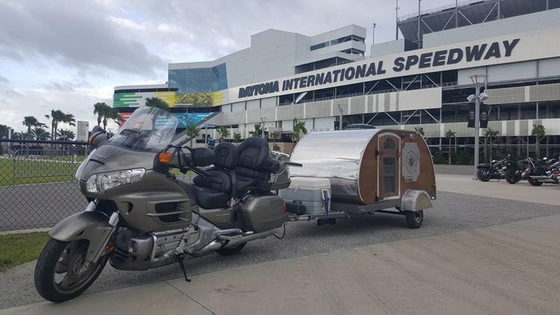 B's In A Pod Camping (U.S.A.) Moto10