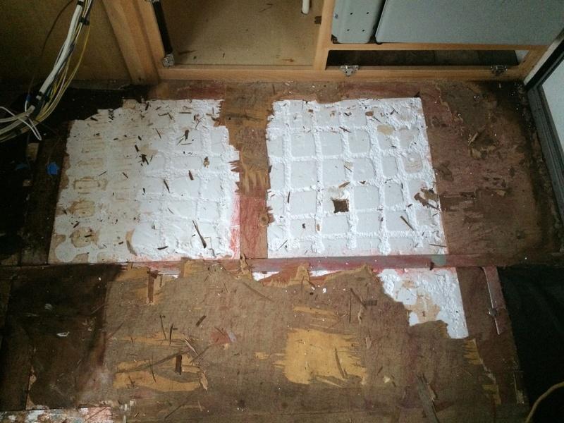 Roulotte T@B : Reconstruction du plancher Roulot15