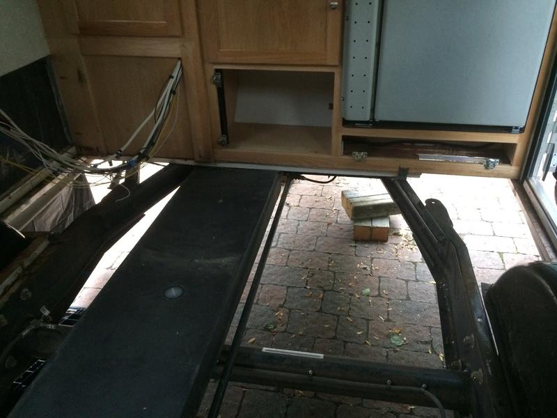 Roulotte T@B : Reconstruction du plancher Roulot17