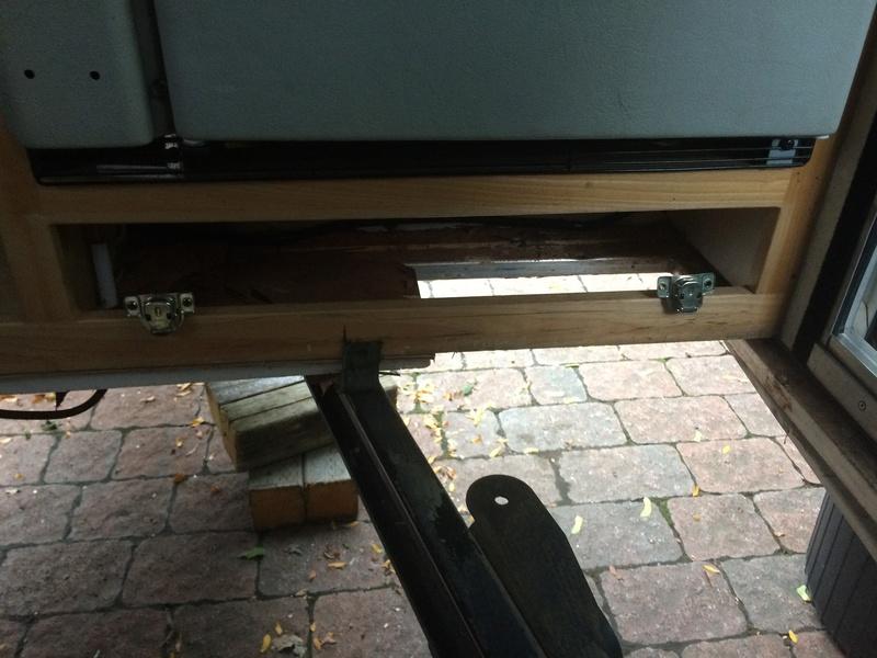 Roulotte T@B : Reconstruction du plancher Roulot18