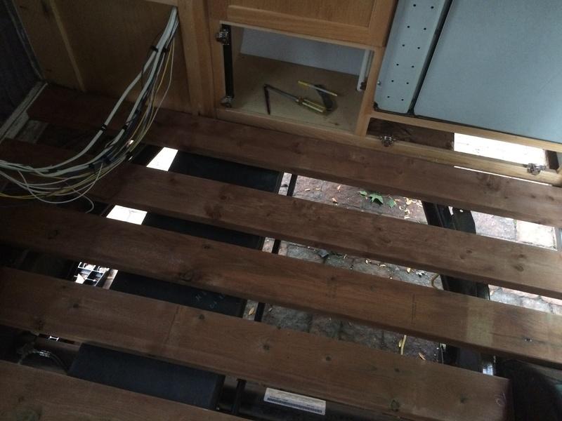 Roulotte T@B : Reconstruction du plancher Roulot22