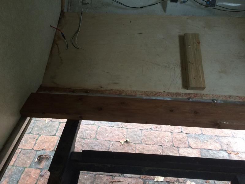 Roulotte T@B : Reconstruction du plancher Roulot23