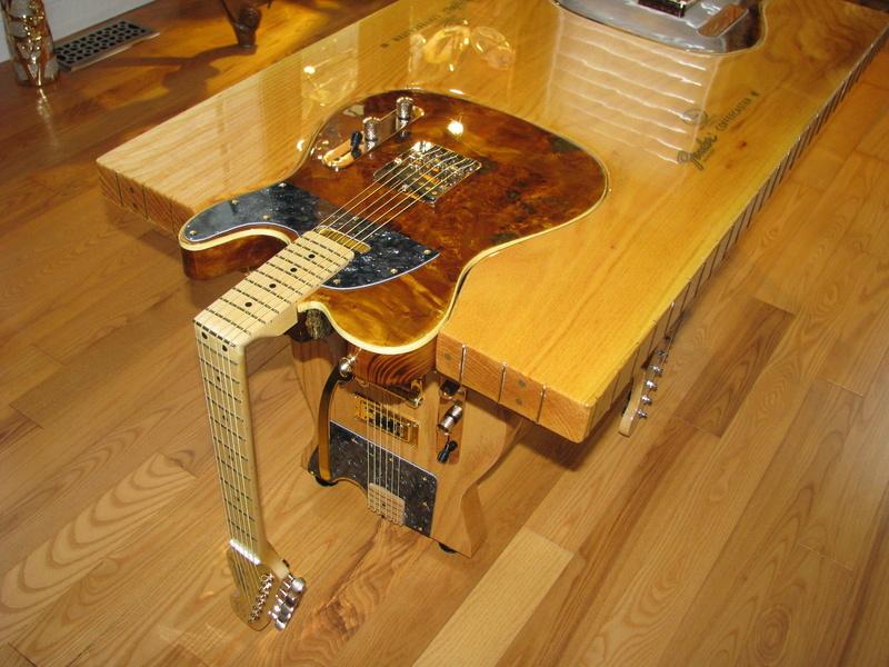 table sympa pour l'apéro chez un luthier... S-l16010