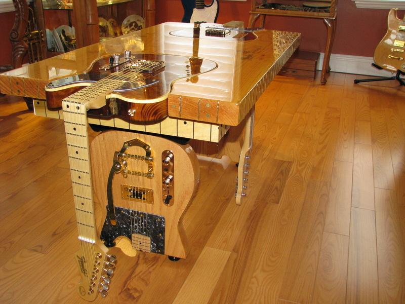 table sympa pour l'apéro chez un luthier... S-l16011
