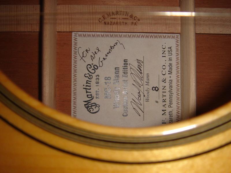 Etiquette dans guitare Martin Dsc03310