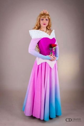 [Costumes] Robes de Princesses et tenues de Princes - Page 25 Ef935c10