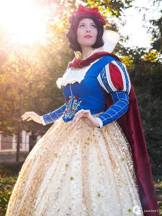 [Costumes] Robes de Princesses et tenues de Princes - Page 24 Img_4410